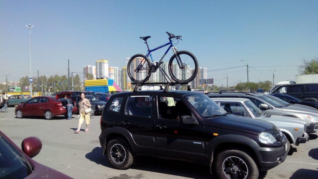 Шевроле Нива и велосипед